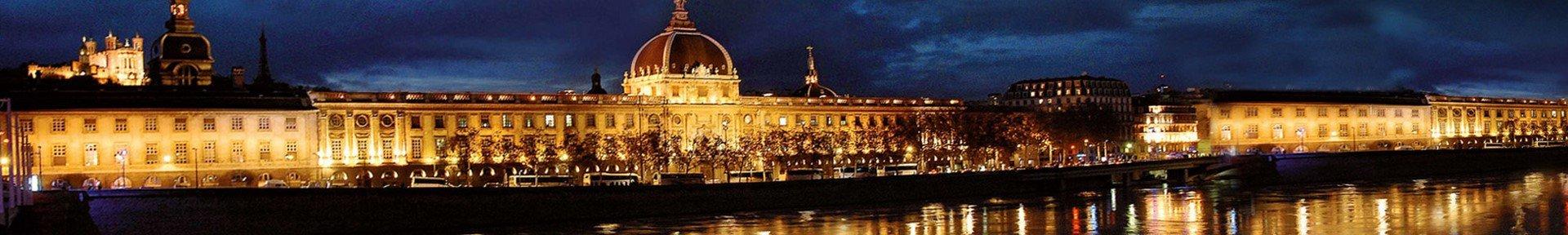 Photo de l'Hotel-Dieu la nuit à Lyon